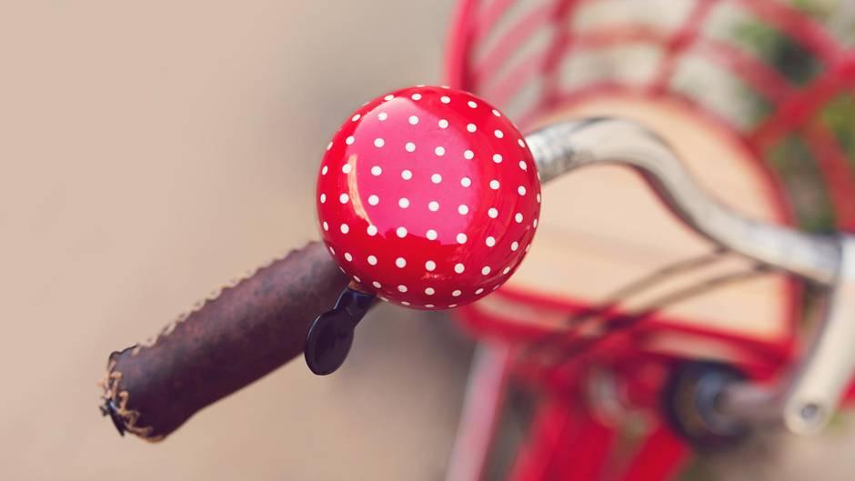 Fahrradlenker mit roter Klingel