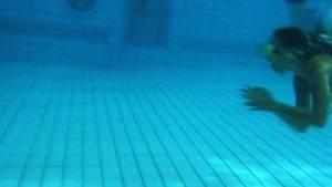 Tauchen in Schwimmingpools: In zahlreichen untersuchten Pools geht von Pumpen und Filtern eine ungeahnte Gefahr aus.
