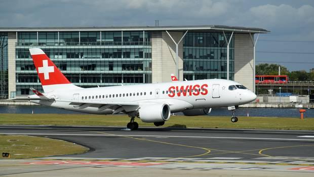 Nach dem Steep Approach auf den City Airport: Die Bombardier CS100 der Swiss fliegt auf der Zürich-Route erst seit August 2017. Das derzeit größte zertifizierte Flugzeuge für diesen Flughafen.