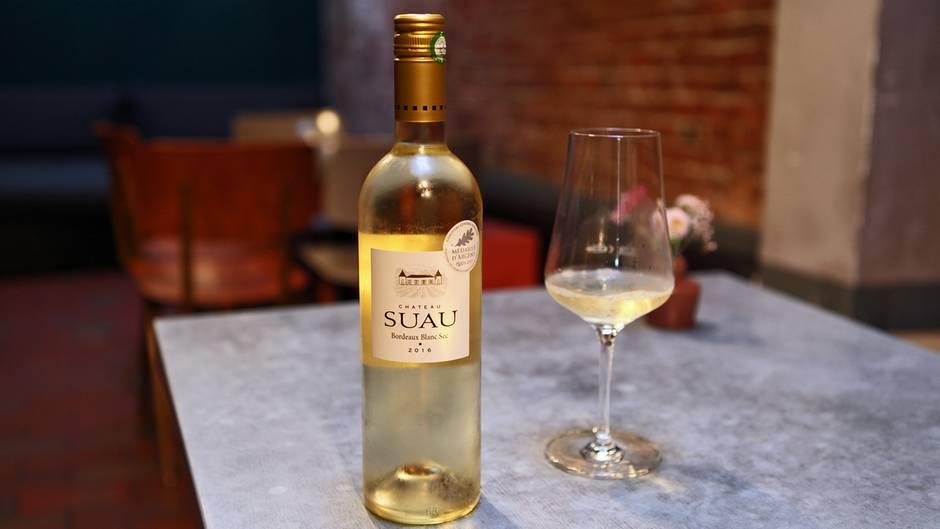 Was ist das für ein Wein?Château Suau, Bordeaux, Blanc Sec, 13,5 Prozent, 2016  Wie viel kostet er? etwa 12 Euro