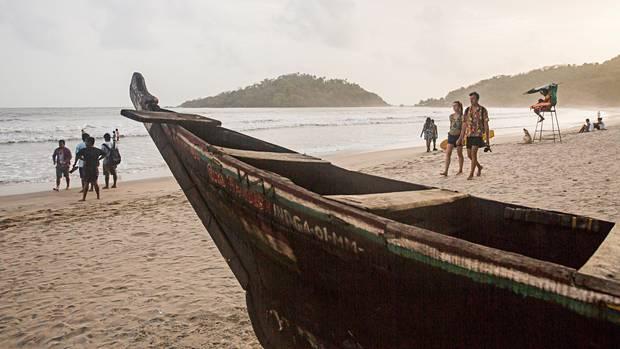 Tradition trifft Baywatch: Immer schon zogen die Fischer nach der Ausfahrt die Boote an Land. Heute werden die Strände meist von Rettungsschwimmern überwacht