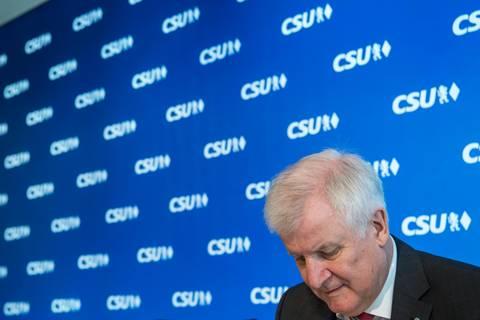 stern-Politiker-Ranking: Seehofer stürzt ab - Merkel nur noch knapp vorn