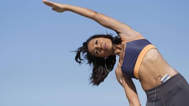 Wer Sport triebt, bleibt länger jung und gesund. Und zwar um Durchschnitt um zehn Jahre.