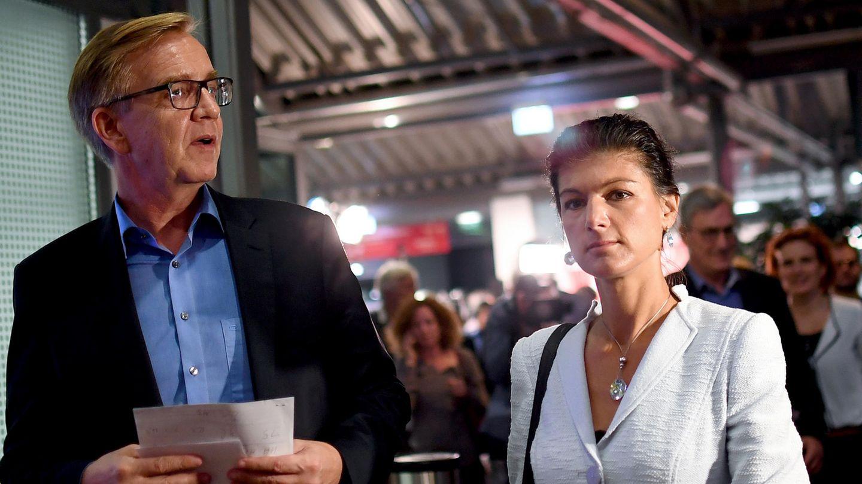 Dietmar Bartsch und Sahra Wagenkneckt von der Linkspartei verlassen die Tagungsräume