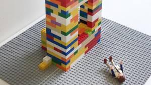 Fenstersturz-Prozess: Richter baut den Tatort mit Legosteinen nach und entlarvt damit das Opfer