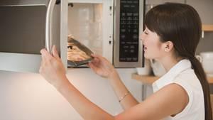"""Veronikas Spleen: """"Ich öffne die Mikrowelle vor dem 'Bing', um meine Macht über den Vorgang zu zeigen"""" (Symbolbild)"""