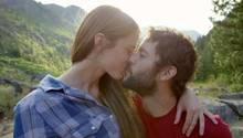 Sich küssendes Paar