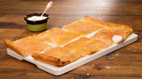 Backen: Apfelküchle mit Gewürzsirup und Vanilleeis