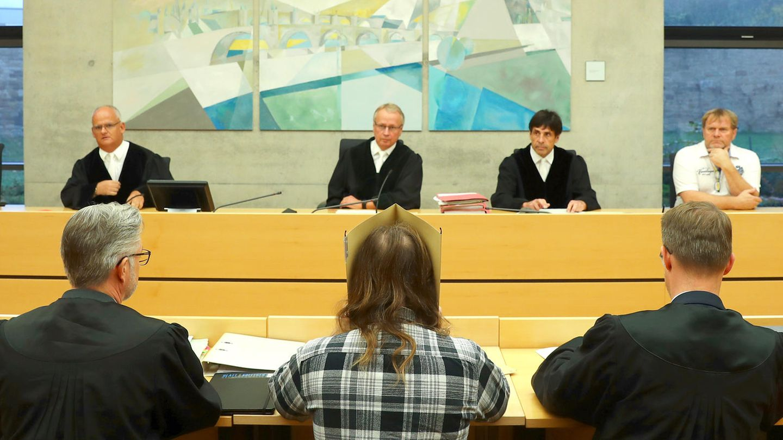 Gerichtsprozess: Teenager sterben in Gartenlaube. nun steht der Vater vor Gericht