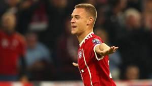 Joshua Kimmich bejubelt sein Tor - Der FC Bayern besiegt Celtic Glasgow in der Champions League