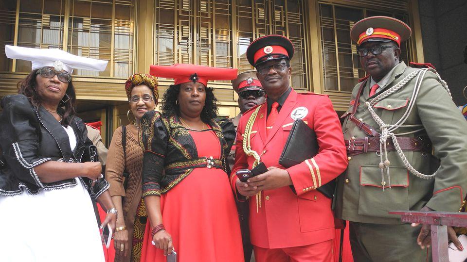 Vertreter der afrikanischen Volksgruppen Herero und Nama Mitte Oktober vor dem US-District Court in New York