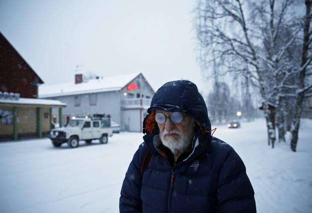 Verloren im Altbekannten: Fritz Dressler in der Hauptstraße des samischen Ortes Jokkmokk, durch den er früher häufig zu seiner Hütte reiste