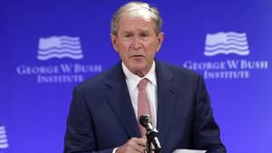 """George W. Bush sieht die US-Politik """"anfälliger denn je für Lügenmärchen"""""""
