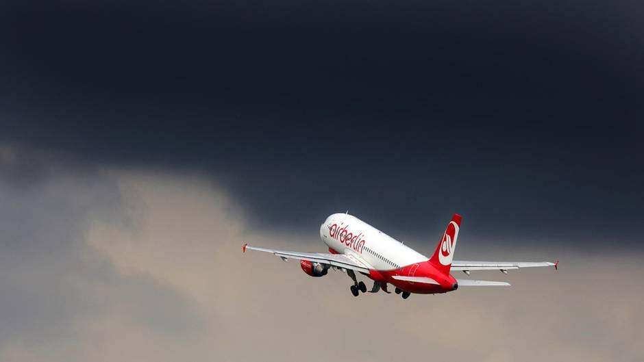 Medienbericht: Air-Berlin-Piloten sollen bei Eurowings 40 Prozent weniger verdienen