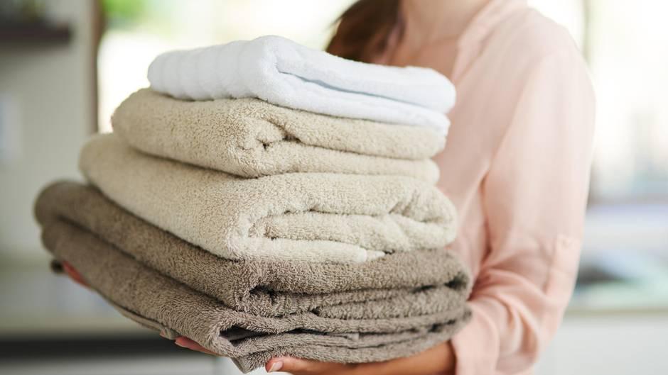 Trotz Waschen: Mit diesem einfachen Trick entfernen Sie muffigen Geruch aus Handtüchern
