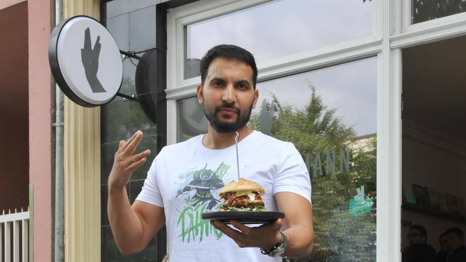 Veganator Attila Hildmann sieht wegen Kritik an seinem Laden rot