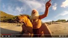 Aussteiger David Glasheen mit seinem Hund Quasimodo