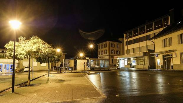 Tatort in der Schweiz: Am Postplatz in Flums hat ein 17-Jähriger mehrere Passanten mit einer Axt angegriffen