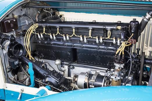 Die Technik des Reihensechszylinders ist feinste Mechanik