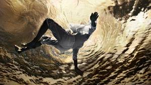 """""""Der Mai war in Kiel noch furchtbar kalt. Trotzdem hatten wir für ein Shooting das Freibad Katzheide gemietet. Ich tauchte in voller Montur ab, um vom Boden des Beckens zu fotografieren, während mein Model sich im Wasser treiben ließ. Das Frieren hat sich gelohnt. Sonnenstrahlen umrahmen den im Wasser treibenden Menschen. Großartig!""""      Mehr Fotos vonzeppin derVIEW Fotocommunity      Aktionen und Informationen aus der VIEW Fotocommunity aufFacebookoderTwitter"""