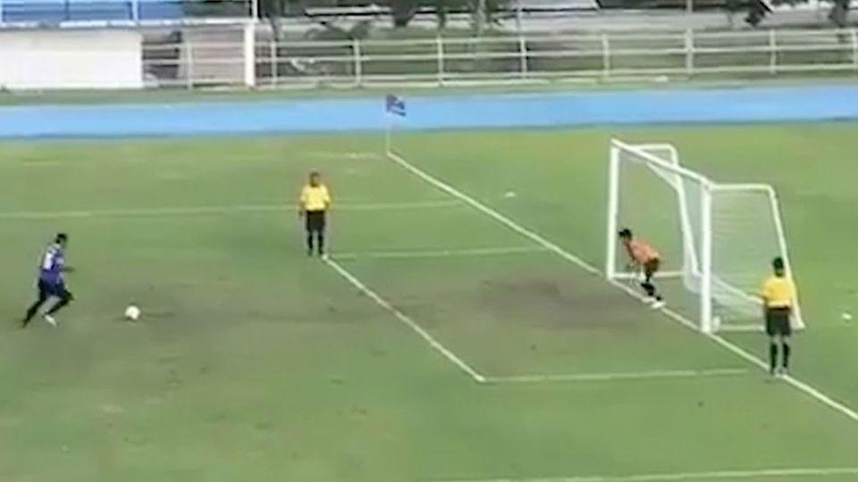 Brasilien: Torwart hält Elfmeter - doch er freut sich viel zu früh
