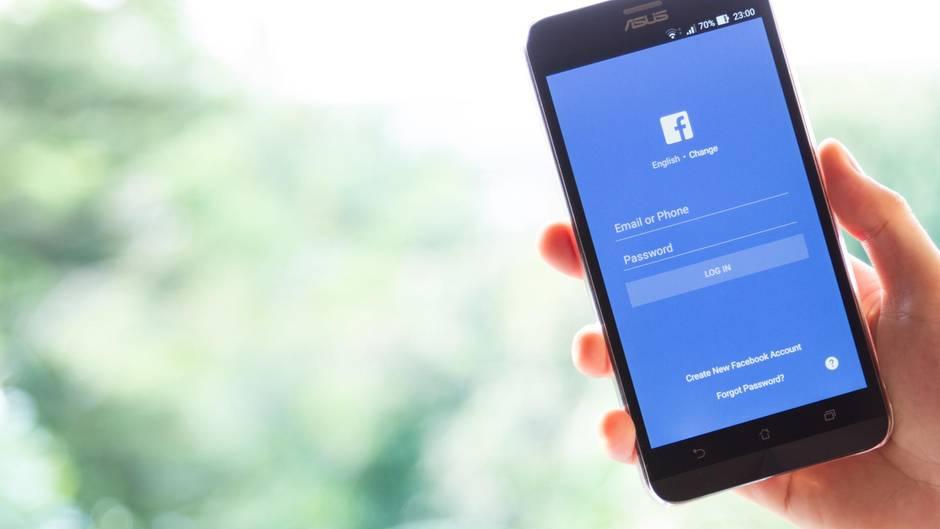 Die Facebook-App auf einem Android-Smartphone