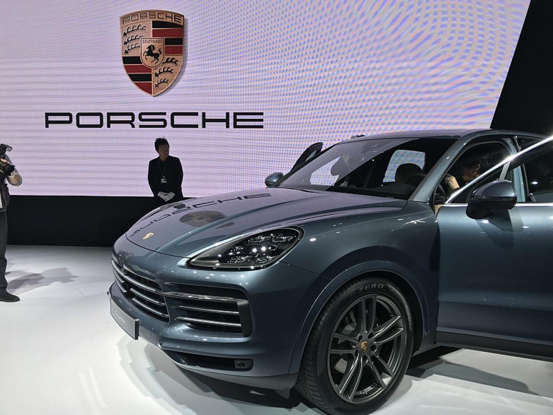 Porsche Messestand mit neuem Cayenne