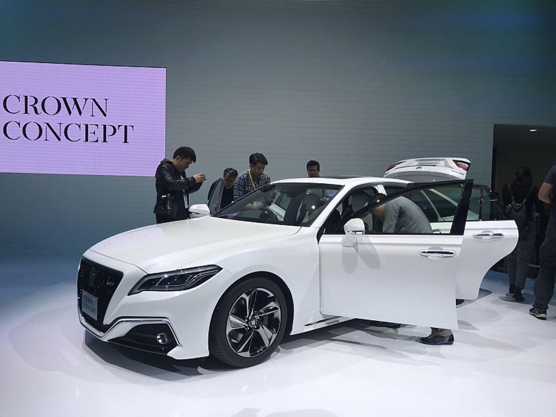 Toyota Crown - eine sehr seriennahe Studie des Mittelklassemodells