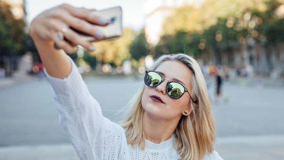 Fotografie: Studie zeigt: Von dieser Seite wirkt man auf Selfies attraktiver