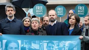 Vor Prozessbeginn demonstrierten Aktivisten in Istanbul für die Freilassung des deutschen Menschenrechtlers Peter Steudtner