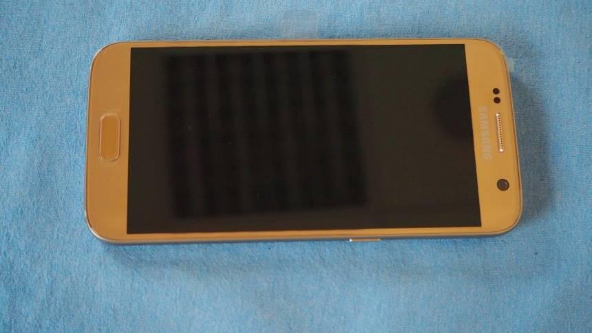 Die Polizei Delmenhorst sucht ein goldfarbenes Samsung-Handy