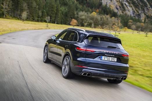 Kurven gehören zu den Stärken des Porsche Cayenne Turbo