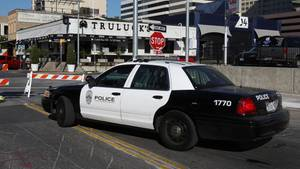 Polizist spendiert McDonald's-Menü