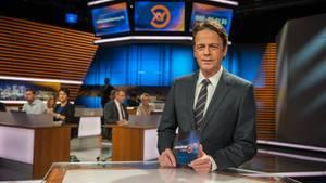 """Rudi Cerne im Studio. Er moderiert """"Aktenzeichen"""" seit 15 Jahren"""