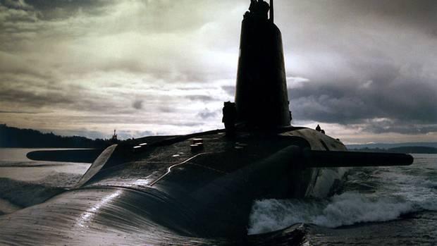 Ein U-Boot der Vanguard-Klasse taucht auf