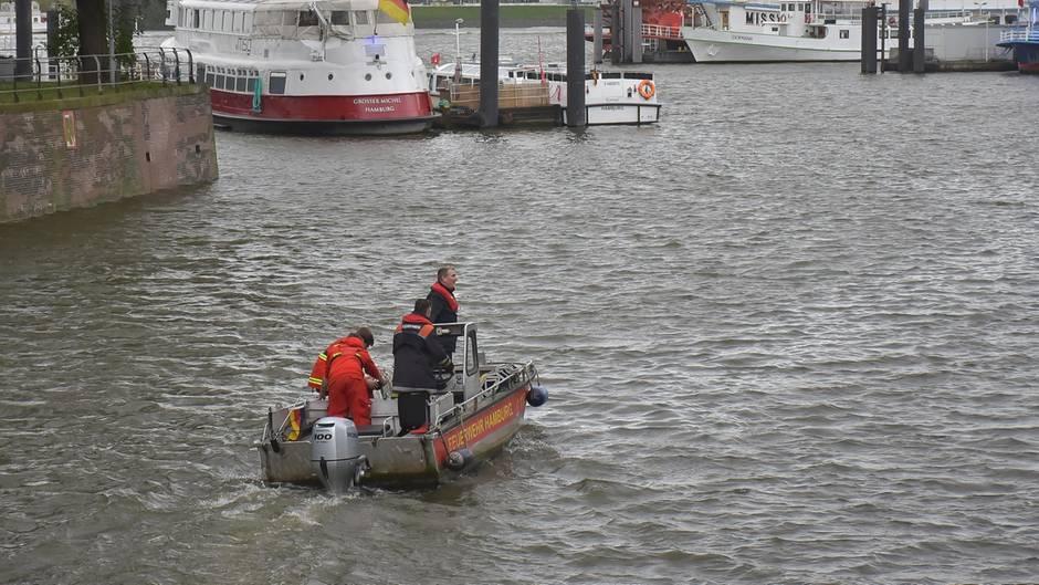 Bei Dreharbeiten in Hamburg: Kameramann verschwunden - Einsatzkräfte suchen Elbe ab