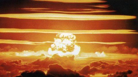Jede Explosion einer Atombombe führt zu einem elektromagnetischen Impuls