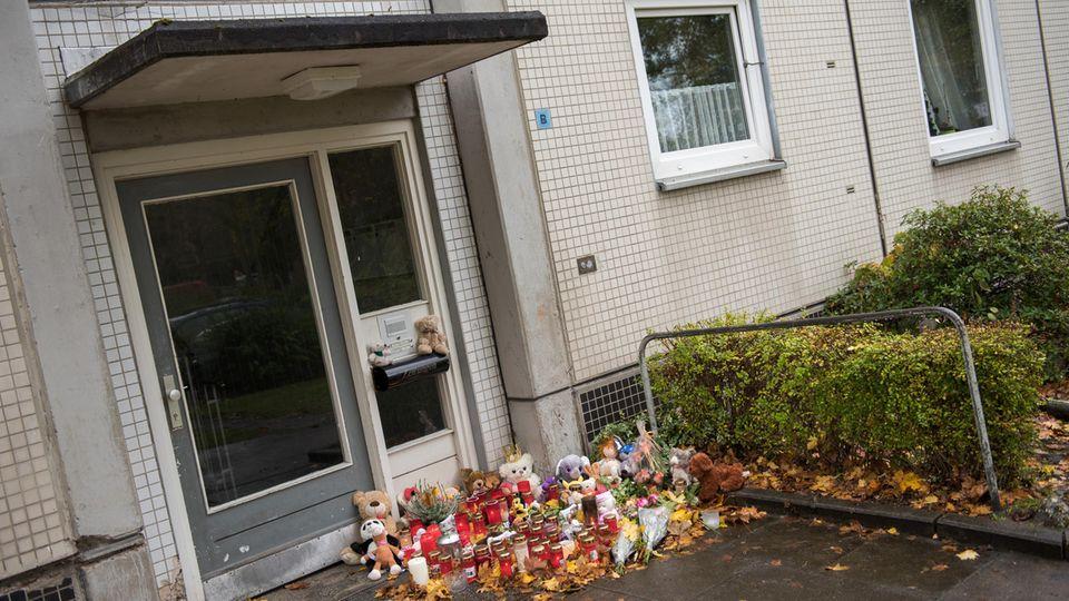 Nach der Bluttat herrschte Trauer im Hamburger Stadtteil Neuwiedenthal. Der mutmaßliche Kindermörder wurde jetzt gefasst.