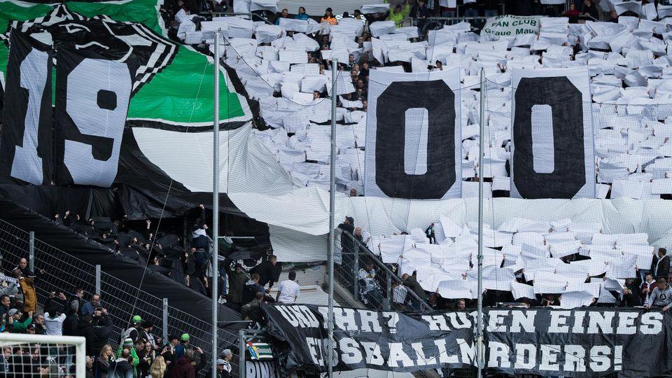 Mit einem geschmacklosen Banner zogen Fans von Mönchengladbach den ärger auf sich