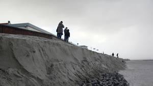 """Sturm """"Herwart"""" und die Flut haben erhebliche Teile des Bade- und Burgenstrandes auf Wangerooge fortgespült"""