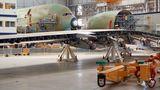 Der Rumpf wird im Airbus-Werk in Toulouse endmontiert. Insgesamt besteht das Flugzeug aus vier Millionen Einzelteilen. An der Fertigung sind 1500 Firmen aus 30 Ländern beteiligt.