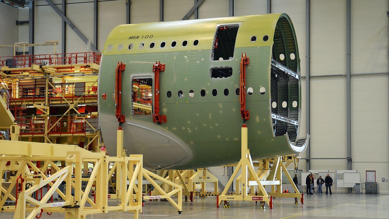 Im Werk Finkenwerder bei Hamburg werden Teile des Rumpfes gefertigt, die per Schiff nach Frankreich transportiert werden. In Hamburg erhalten auch alle A380 ihre Lackierung und Innenausstattung.