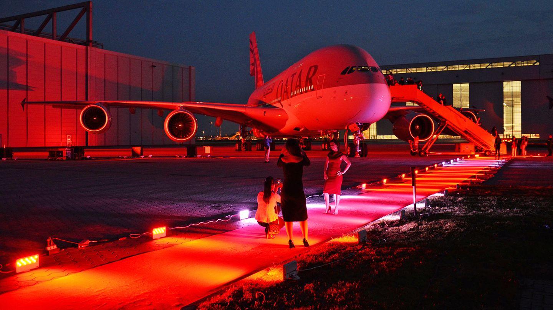 Neben den zehn A380 von Etihad Airways fliegen auch acht Maschinen dieses Typs für Qatar Airways. Damit sind die drei großen Airlines vom Golf die besten Kunden für das Großraumflugzeug.