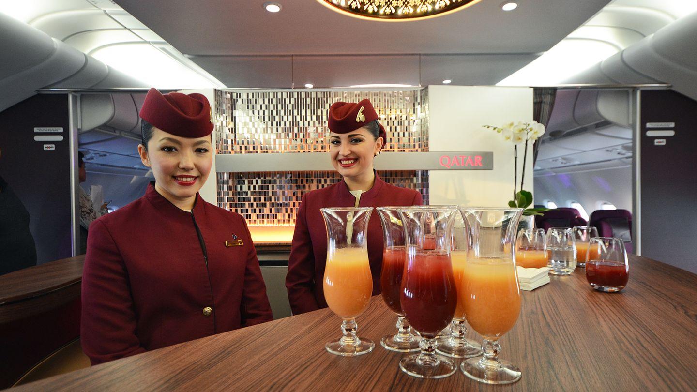 Auch im Oberdeck von Qatar gibt es eine Bar, die jedoch anders platziert ist: Als Treffpunkt zwischen den First und Business Class in Rumpfmitte.