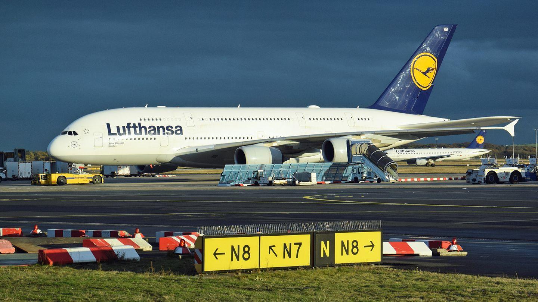 Alle 14 von Lufthansa bestellten A380-Maschinen sind bereits weltweit ab Frankfurt unterwegs. Ab dem Sommerflugplan 2018 werden fünf Exemplare zum Münchner Flughafen verlegt und von dort nach Los Angeles, Seoul, Hongkong und Peking fliegen.
