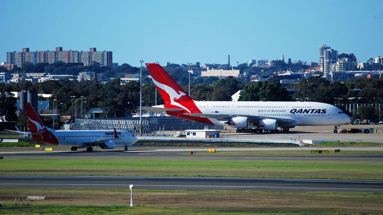 Schon seit 2008 gehört Qantas zu den ersten A380-Kunden. Von den 20 bestellten Exemplaren sind zwölf ausgeliefert. Die australische Airline ließ von einem Designer eigens für diesen Flugzeugtyp die gesamte Innenausstattung komplett neu gestalten. Als Ziel in Europa wird nur London-Heathrow mit der A380 angeflogen.