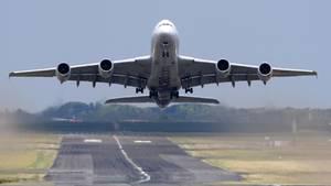 Ein Airbus A380 hebt ab