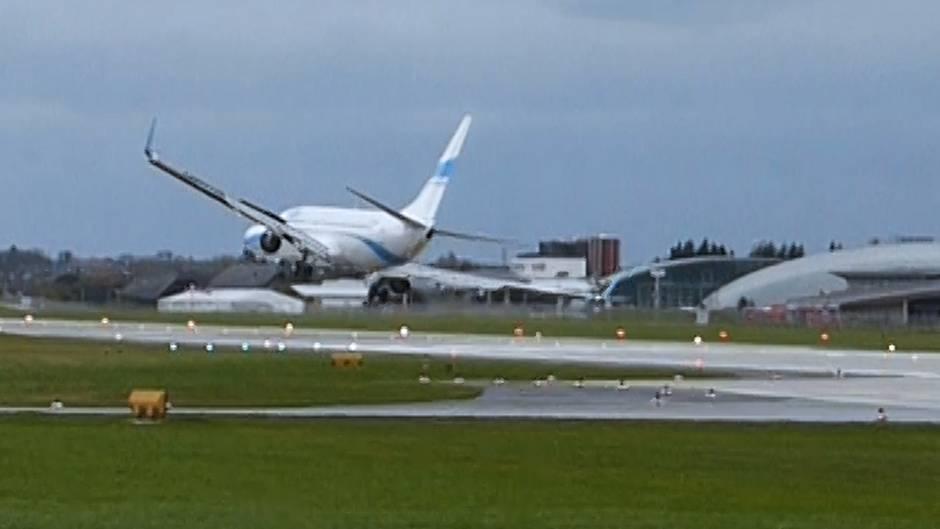 Salzburg: Spektakuläre Aufnahme: Pilot will im Sturm landen, doch dann muss er abrupt hochziehen