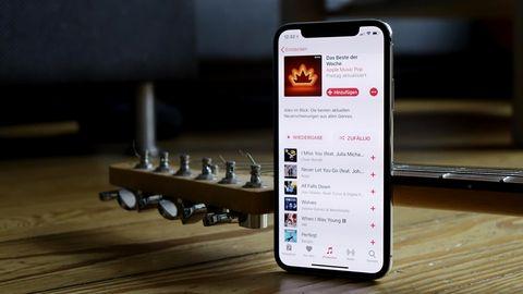 Apple Music auf dem neuen iPhone X. Auffällig ist die Aussparung am oberen Bildschirmrand.