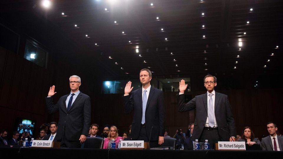 Vertreter von Facebook, Twitter und Google werden vor ihren Aussagen vor dem US-Senat vereidigt